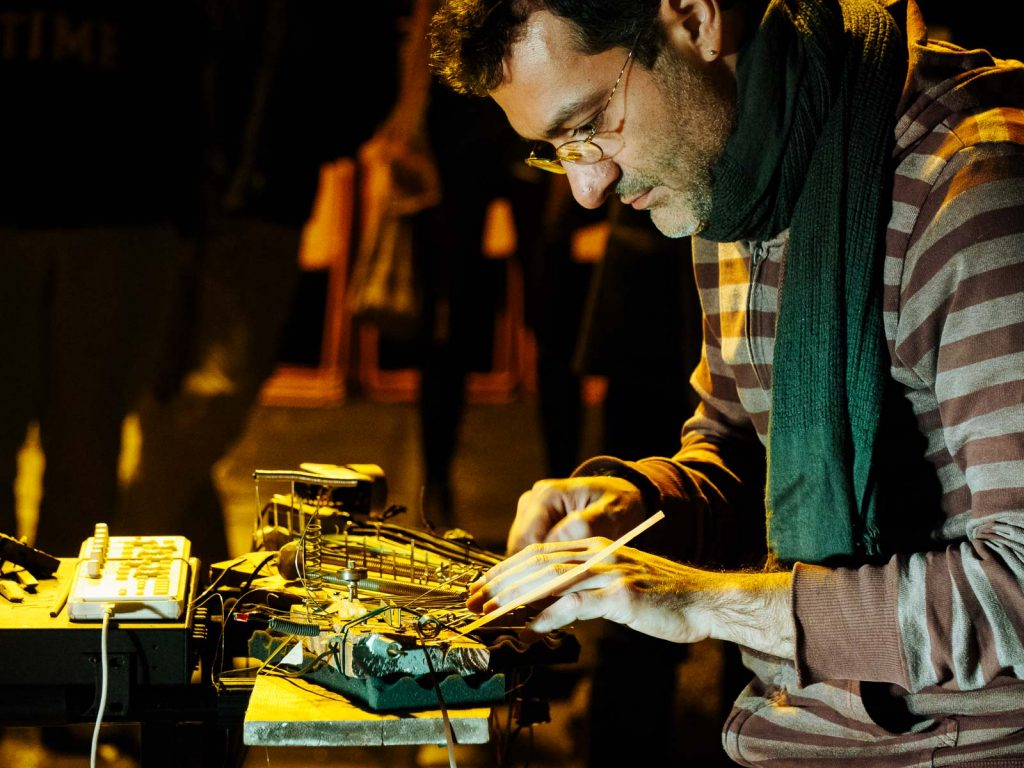 Artist ne0anderthal plays electronic music with recycled materials in a festival at Museu Marítim